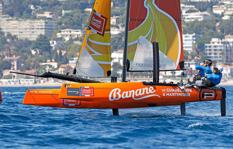 Un bateau volant aux couleurs de la Banane Française !